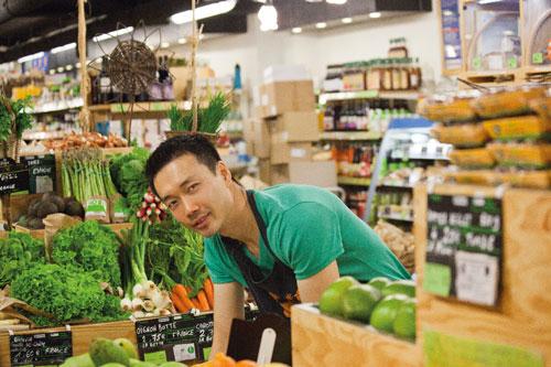 légumes, sur le rayon fruits et légumes du magasin de Vasselot.